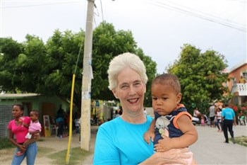 Rev. Connie DiLeo holding toddler from La Hoya, Dominican Republic